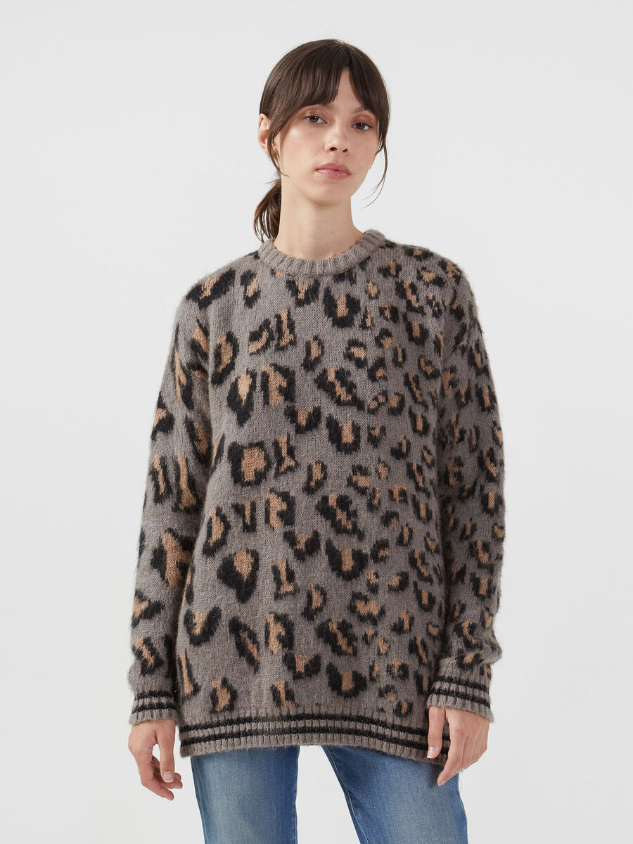 Round neck jacquard pullover in a mohair wool blend
