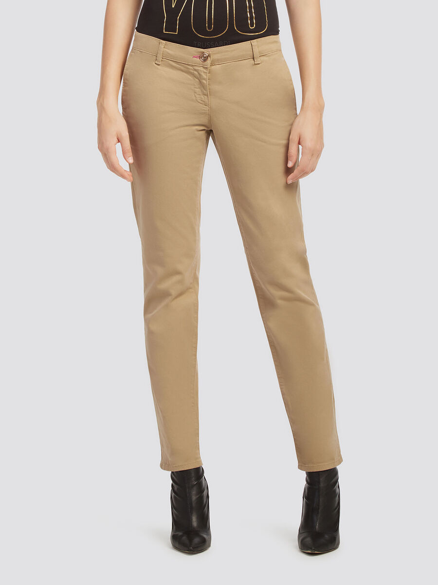 Pantalon chino teint en piece confectionnee