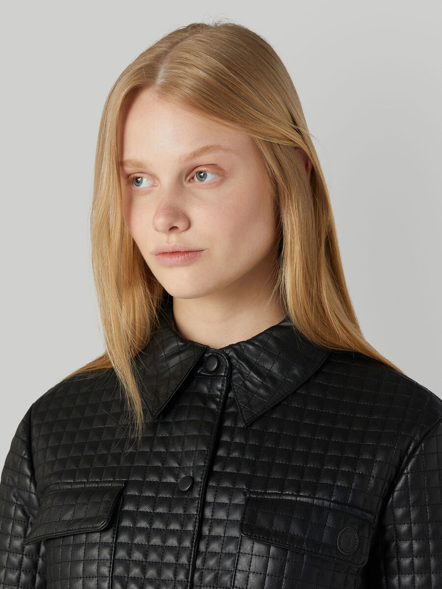 Jacke aus gestepptem Kunstleder mit Gürtel