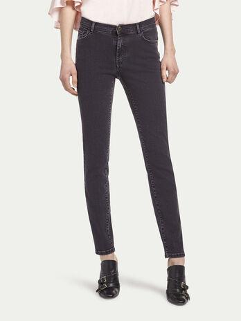 Jeans stonewashed con vita alta