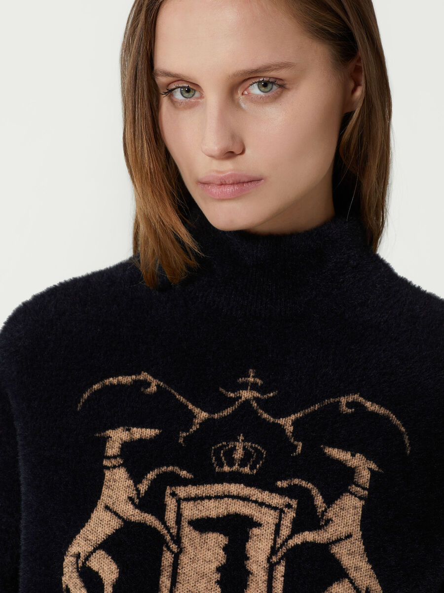 Cropped pullover with contrasting logo
