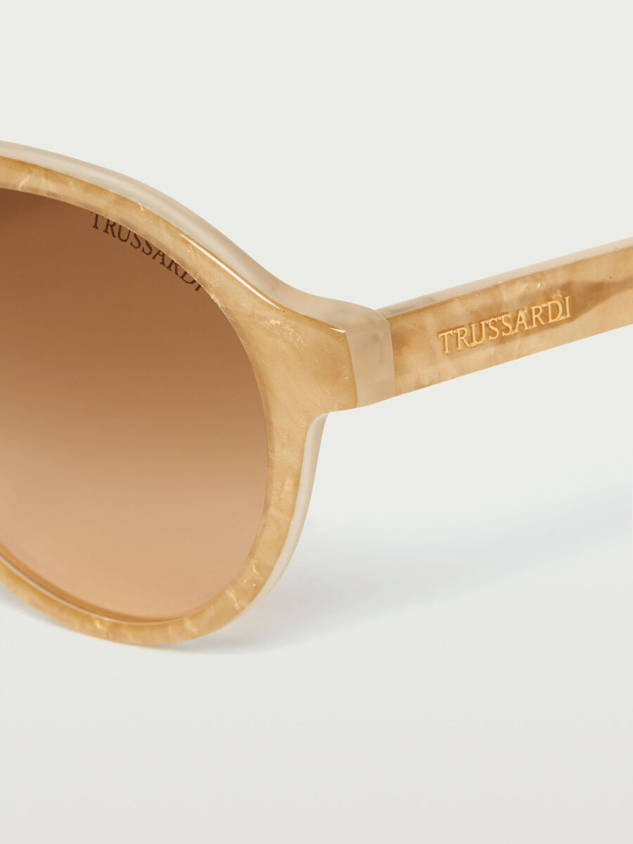 Aviator sunglasses with opaque lenses