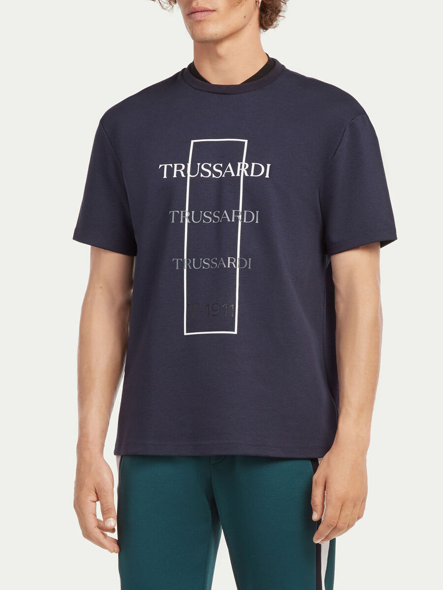 Oversized T-shirt with graduated logo