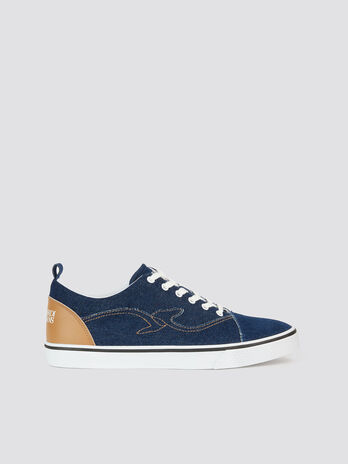 Sneaker aus Denim mit Kontrastlogo und Stickereien