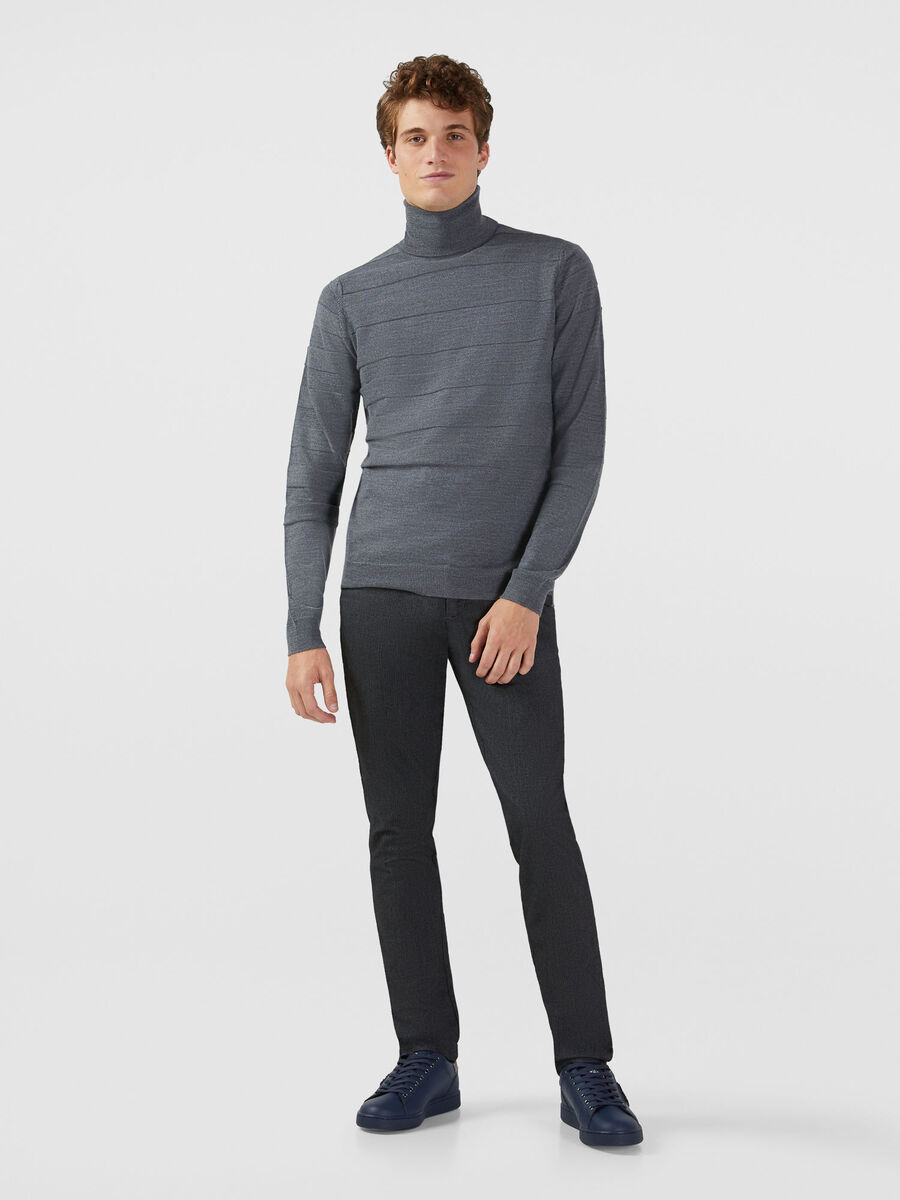 Aviator fit trousers in a herringbone cotton blend