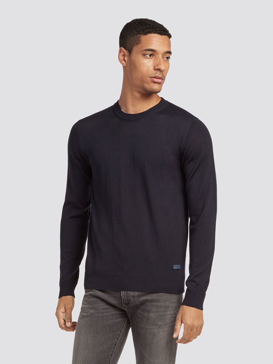 Solid colour wool blend pullover with a round neck