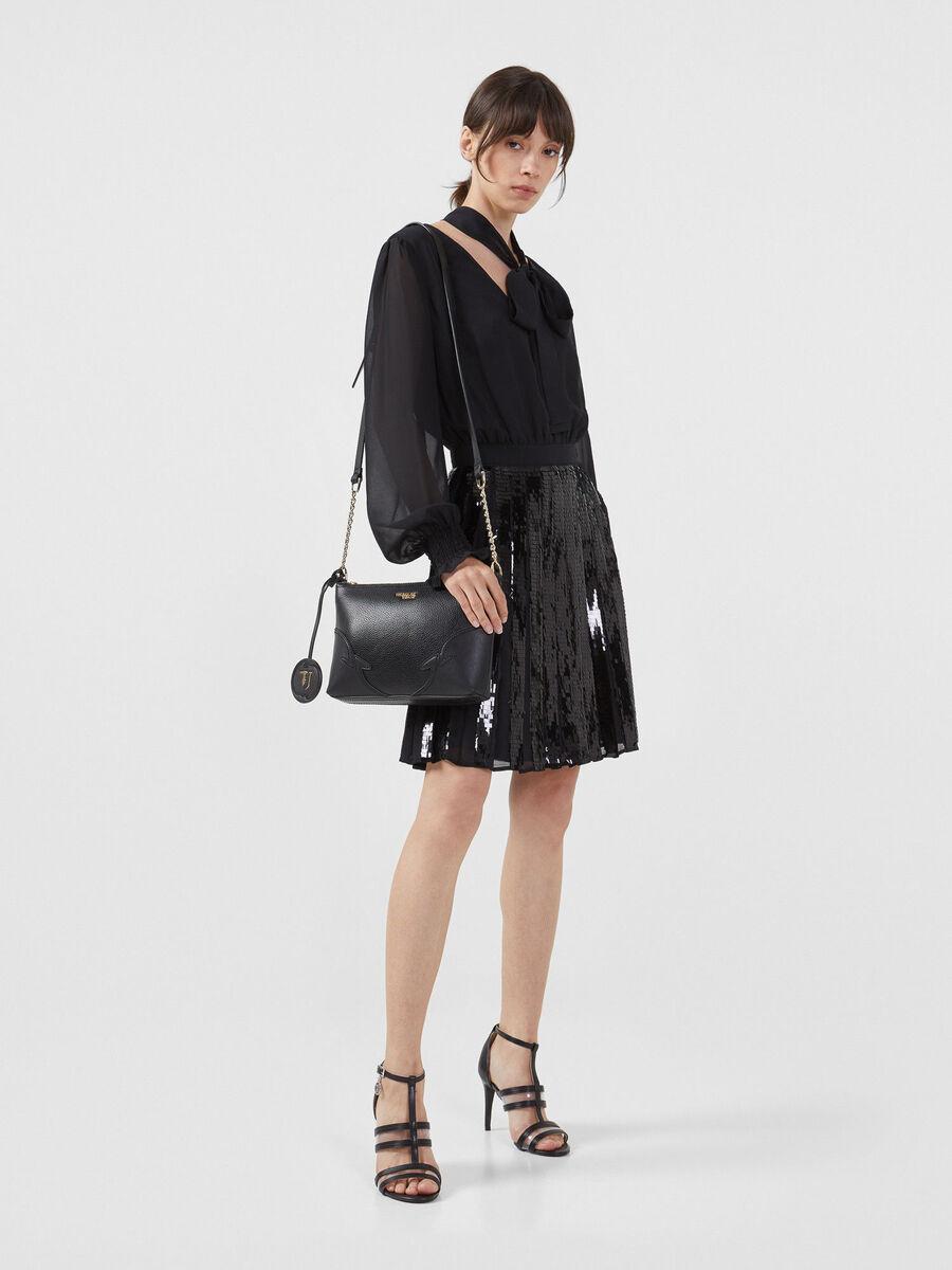 Vestido de georgette con detalles de lentejuelas