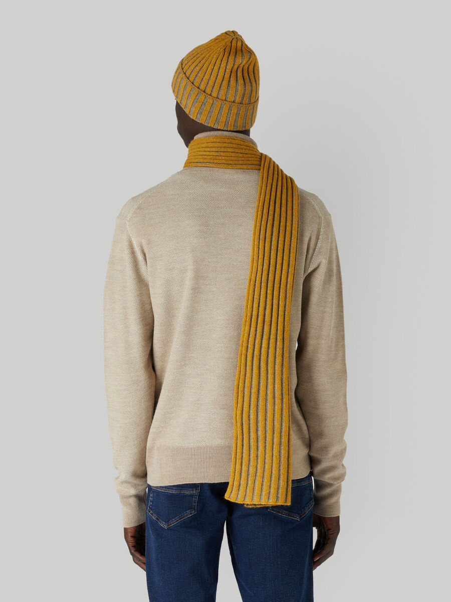 Set with ribbed wool-blend hat and scarf