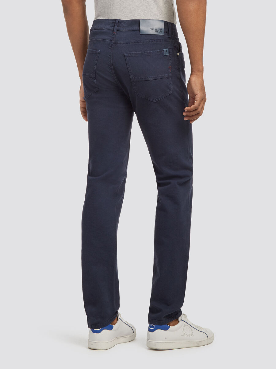 Eng anliegende Five Pocket Jeans
