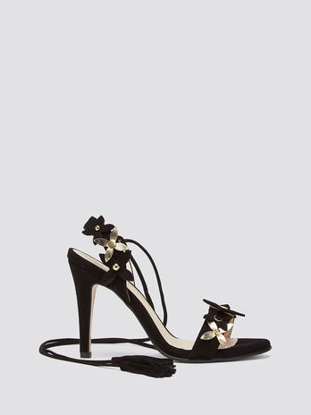 High heeled sandals with flowers and tassels