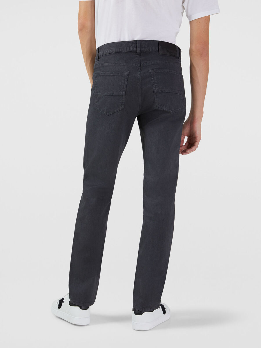 Close 370 jeans in dyed gabardine