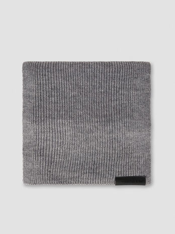 Wool blend scarf with branded label