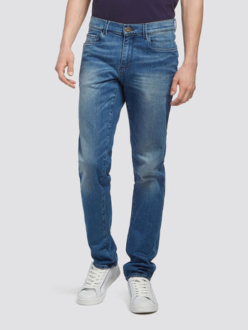 Distressed jeans with whiskering and discolouration