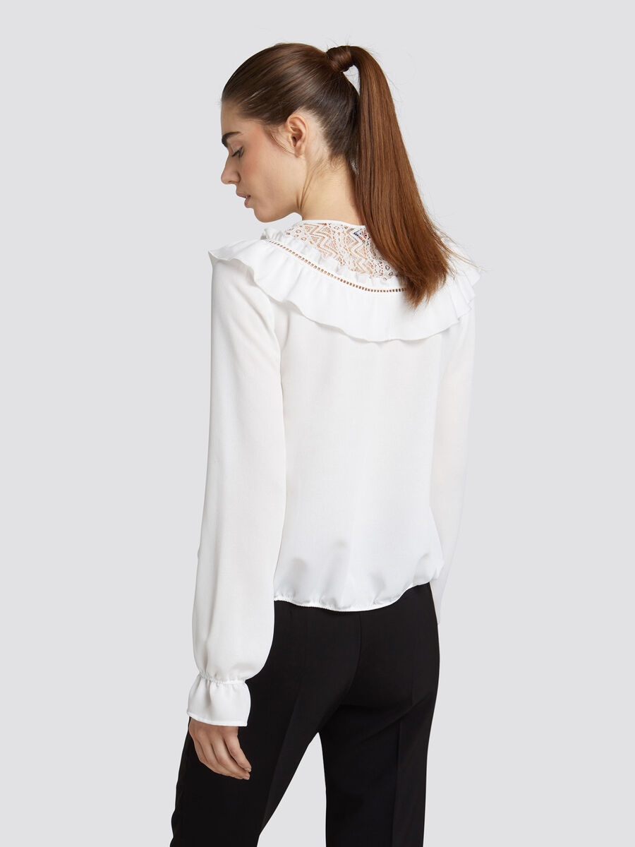 Blusa regular fit in crepe con volant