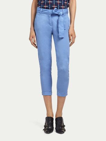 Pantaloni chino con cintura annodata