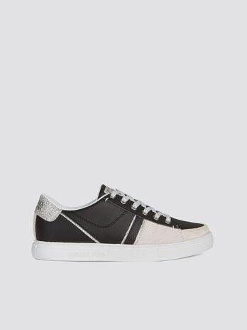 Sneakers in similpelle con dettagli glitter e lacci