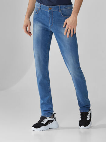 Jeans 370 Close aus blauem Cross Caroline-Denim