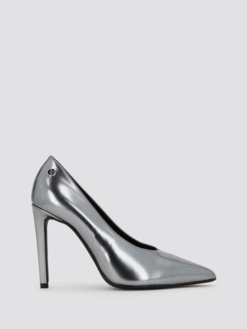 Mirror effect leather pumps