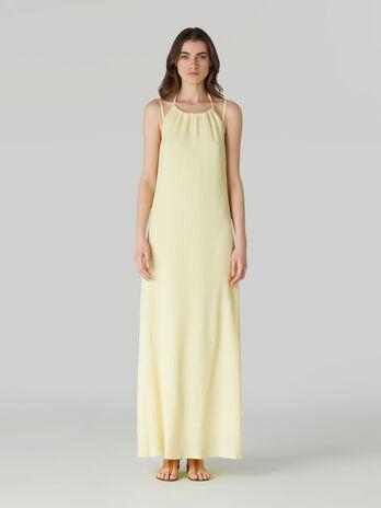 Longue robe sans manches en crepon souple
