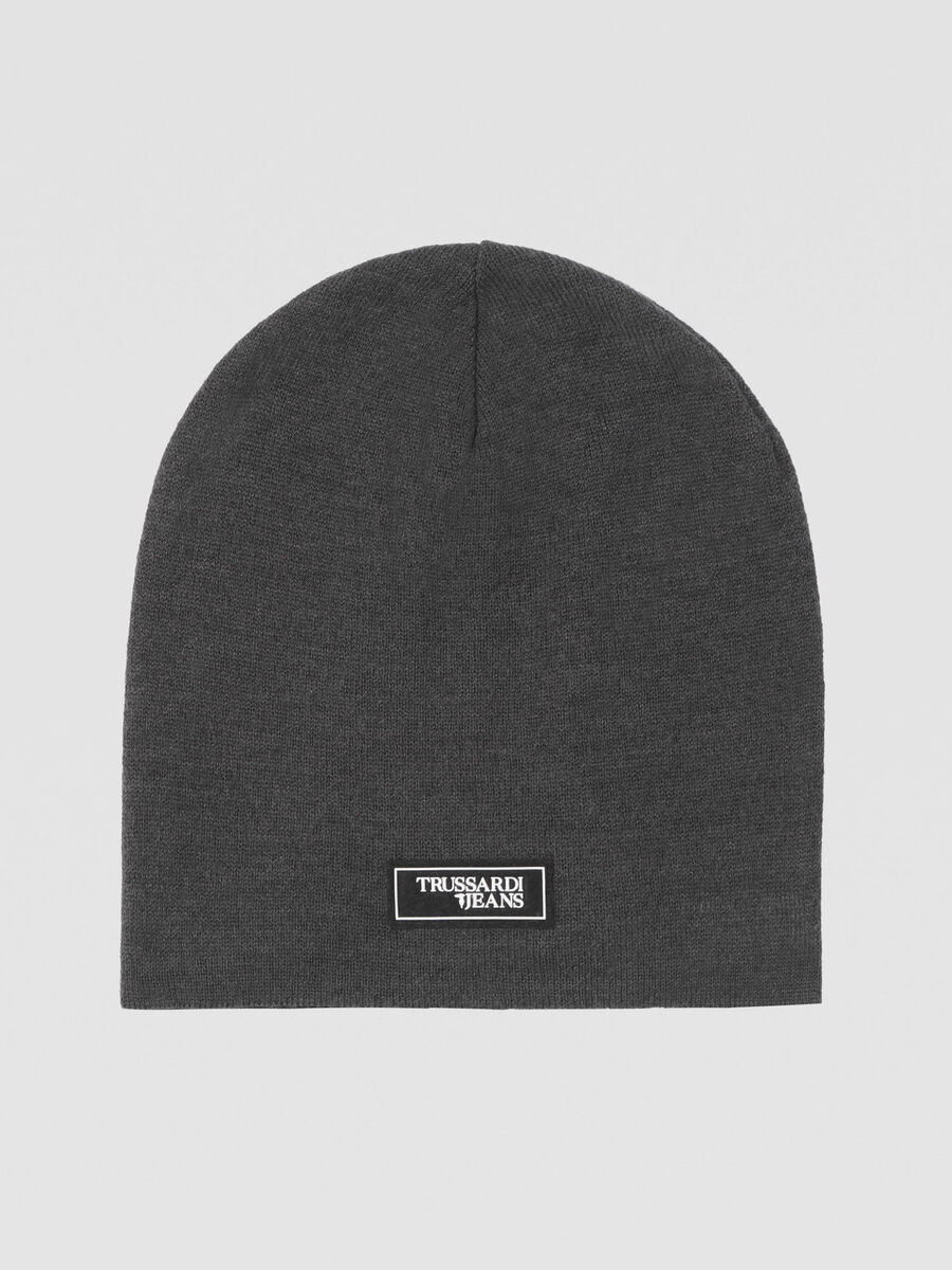 Virgin wool blend hat with branded patch
