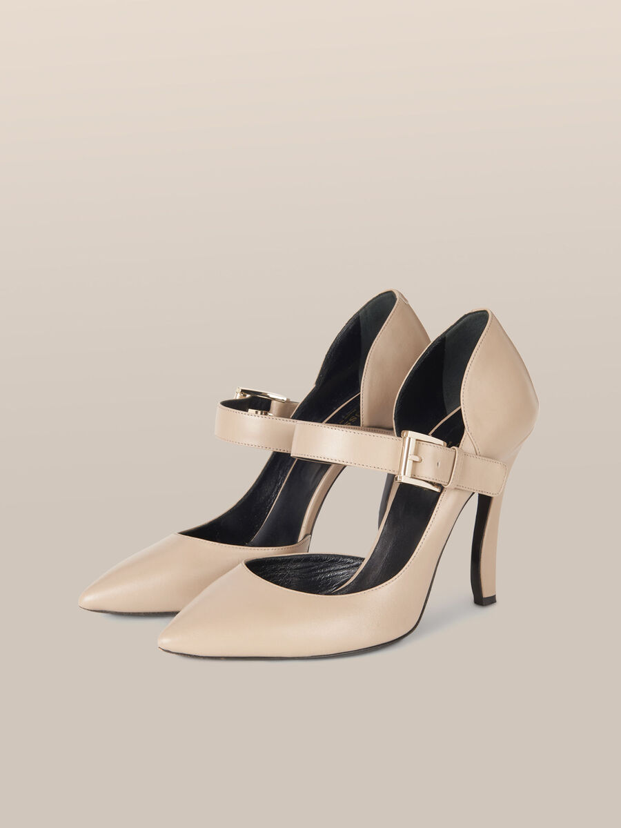Two tone leather pumps with strap