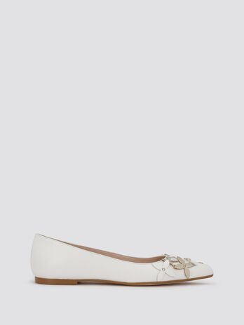 Ballet flats with eyelets and flowers