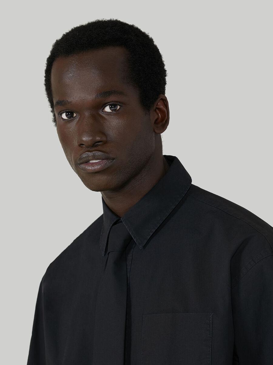 Camicia over fit in cotone con cravatta