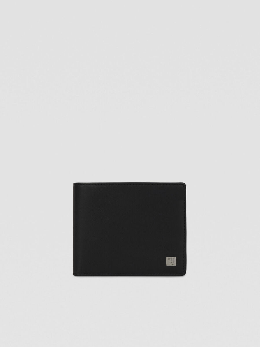 Smooth leather bi-fold wallet with coin pocket