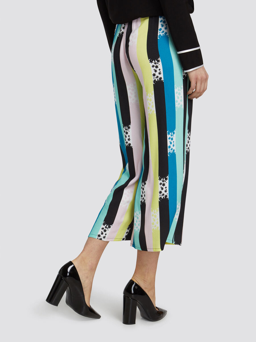Cropped oversized trousers with stripe and floral print