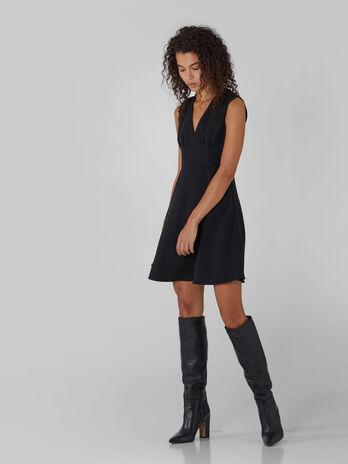 Vestido de cady con escote de pico