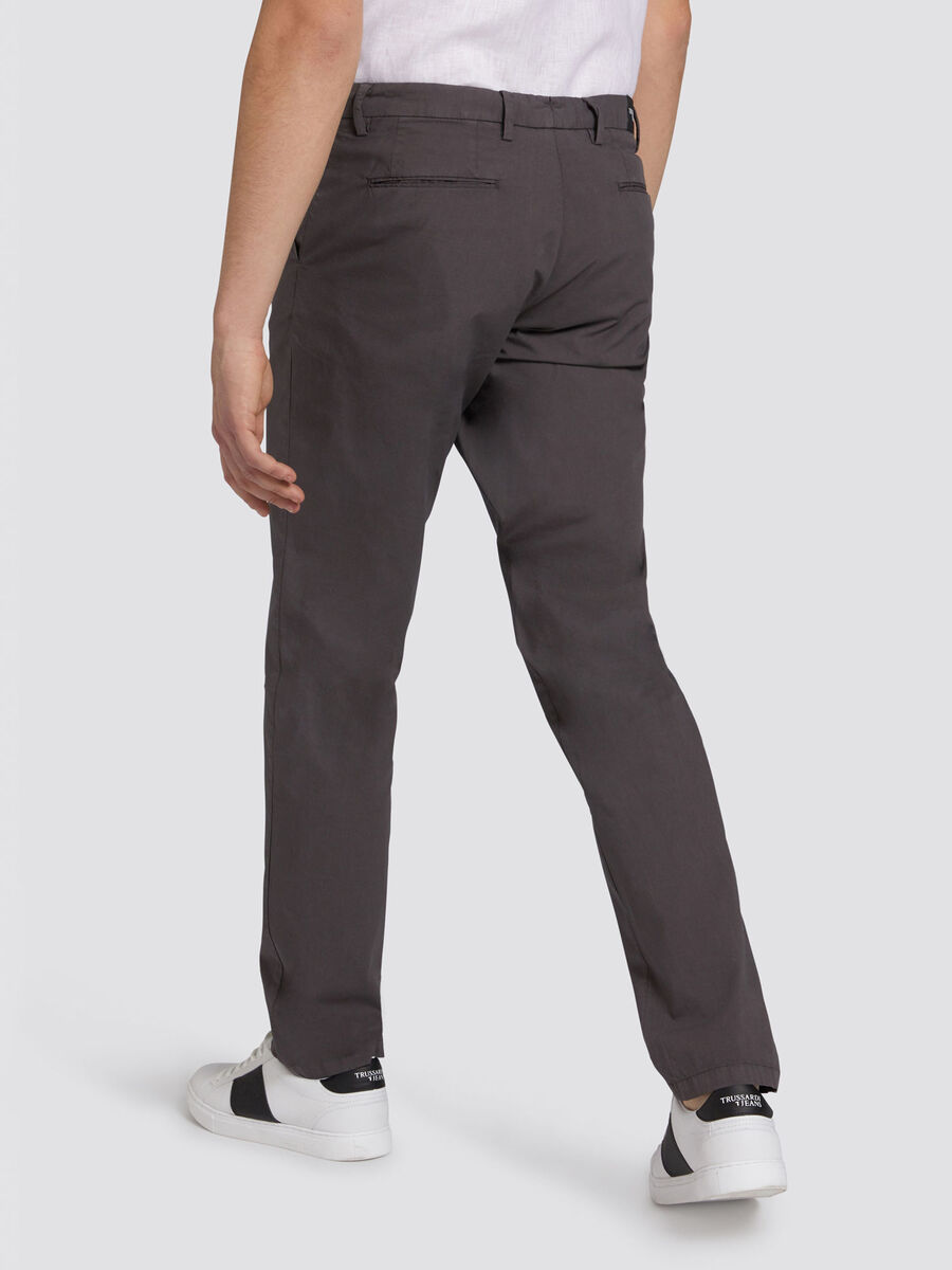 Pantaloni Aviator fit in garment dyed con patch