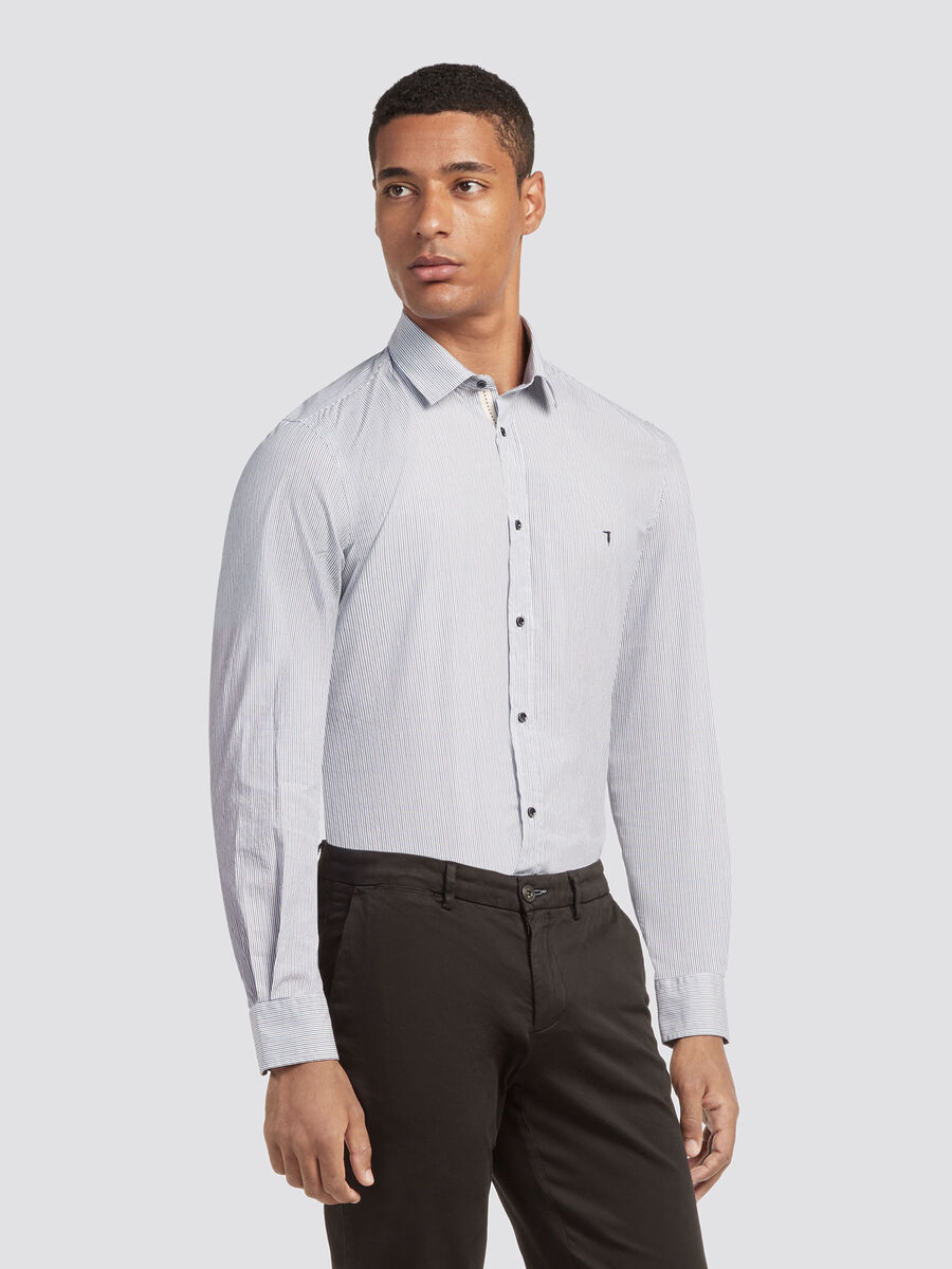 Close fit shirt with micro striped design