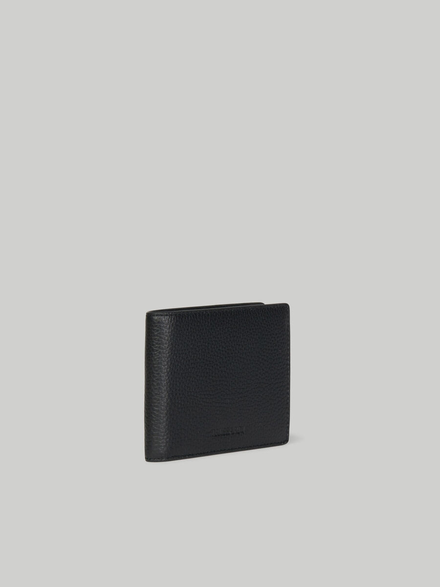 Tri-fold wallet in hammered leather