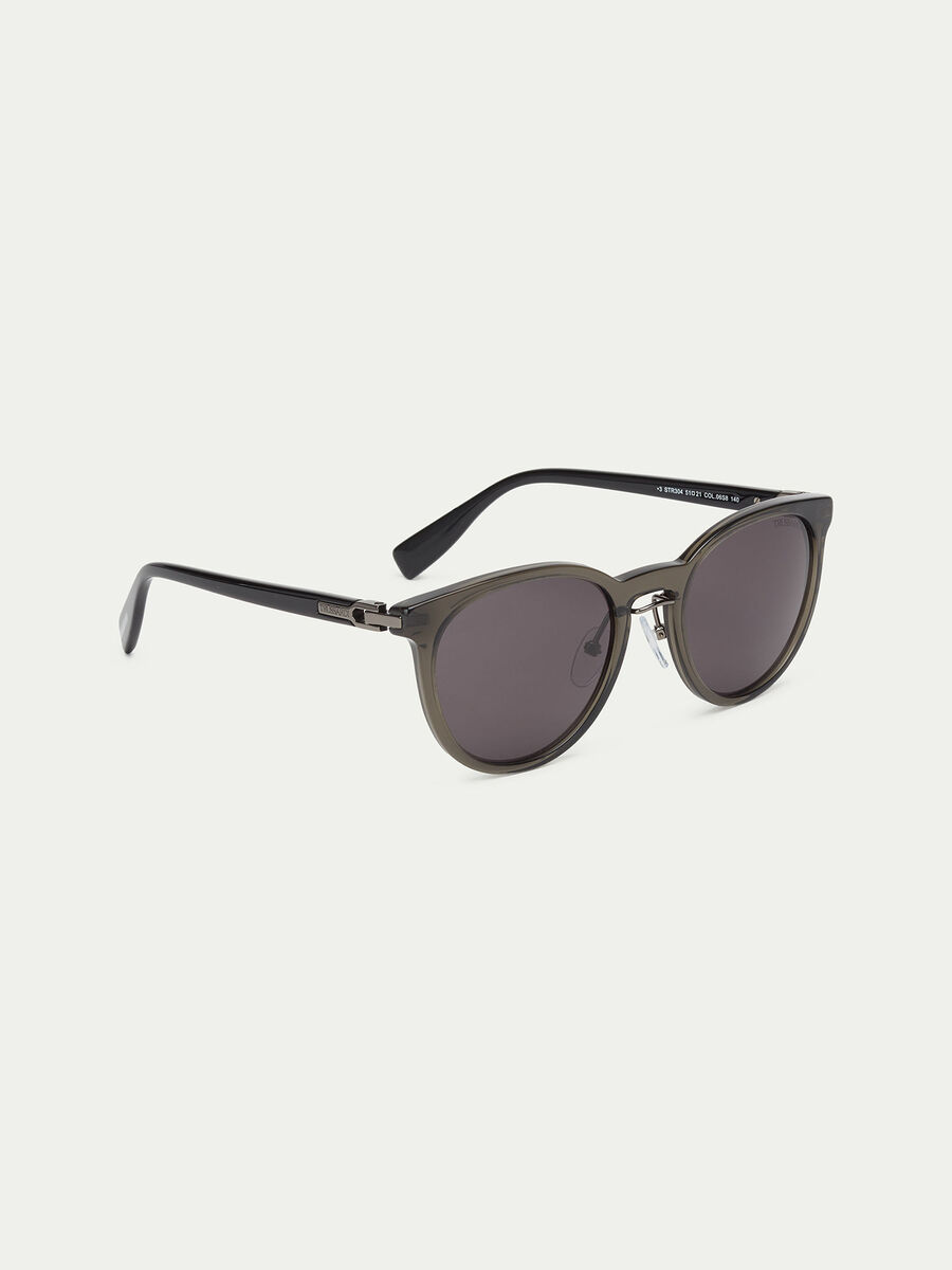 Sunglasses with contrasting round lenses