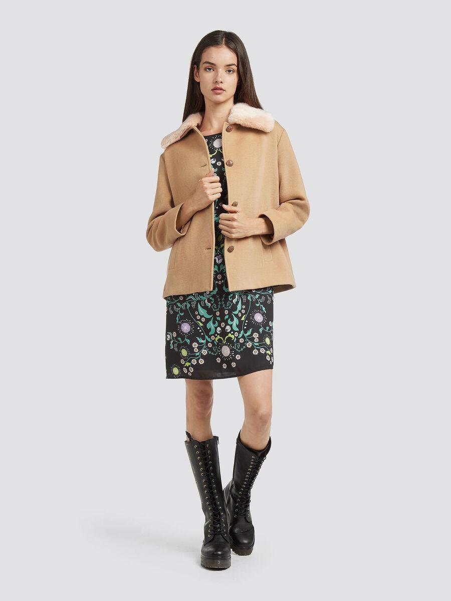 Cappotto con ampio colletto in fabric
