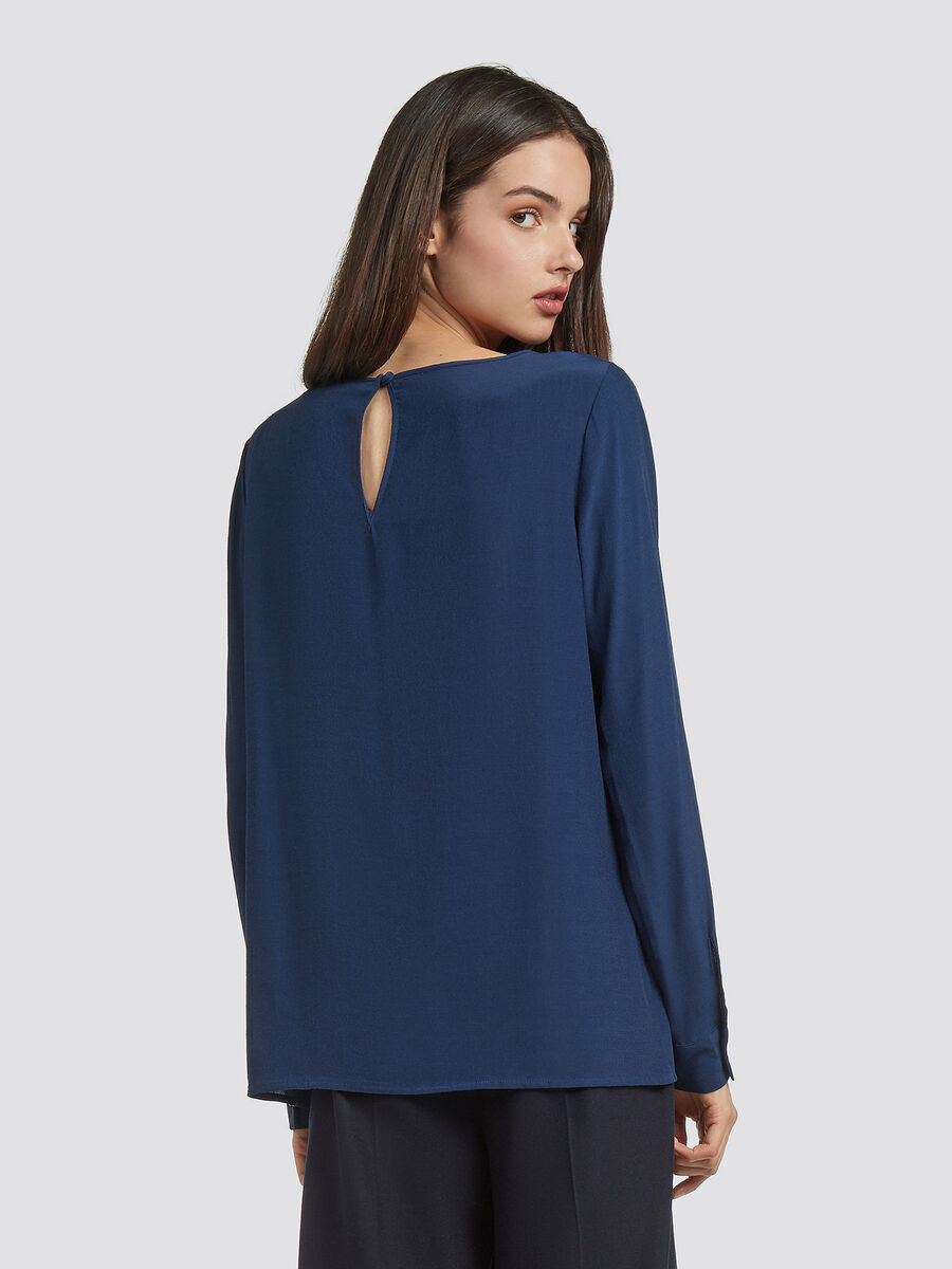 Crepe blouse with keyhole fastening