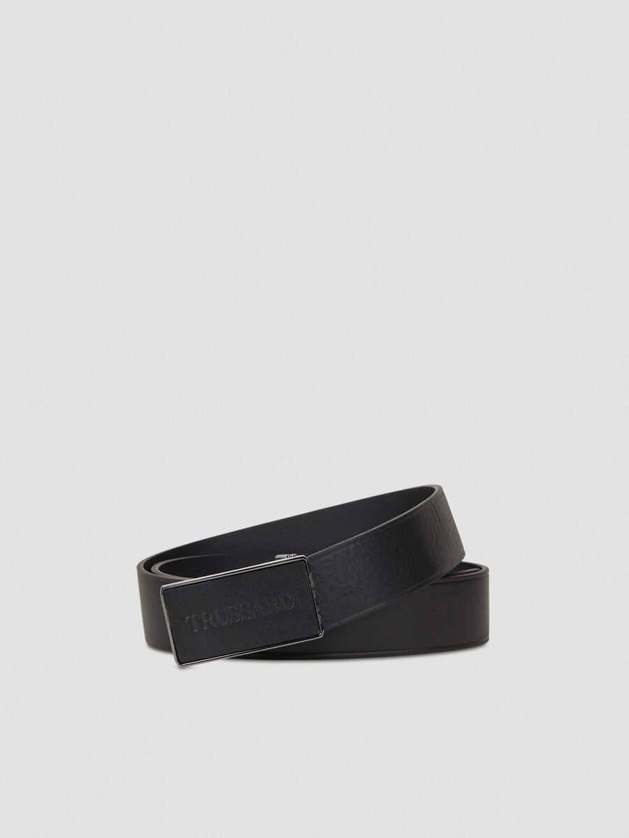 Leather belt with geometric buckle