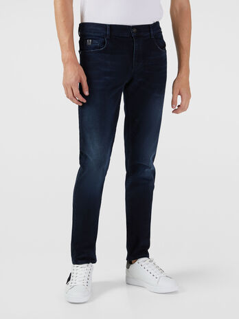 Jeans 370 Close aus elastischem Runner Denim