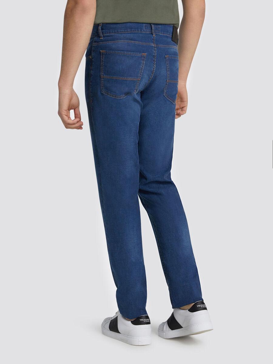Close Fashion 370 jeans with mini logo