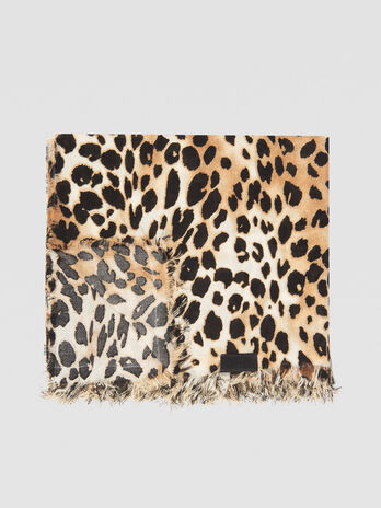 Modal pashmina with animalier print