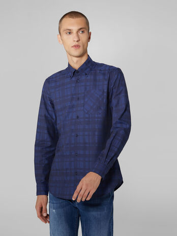 Close fit button down shirt in chequered cotton