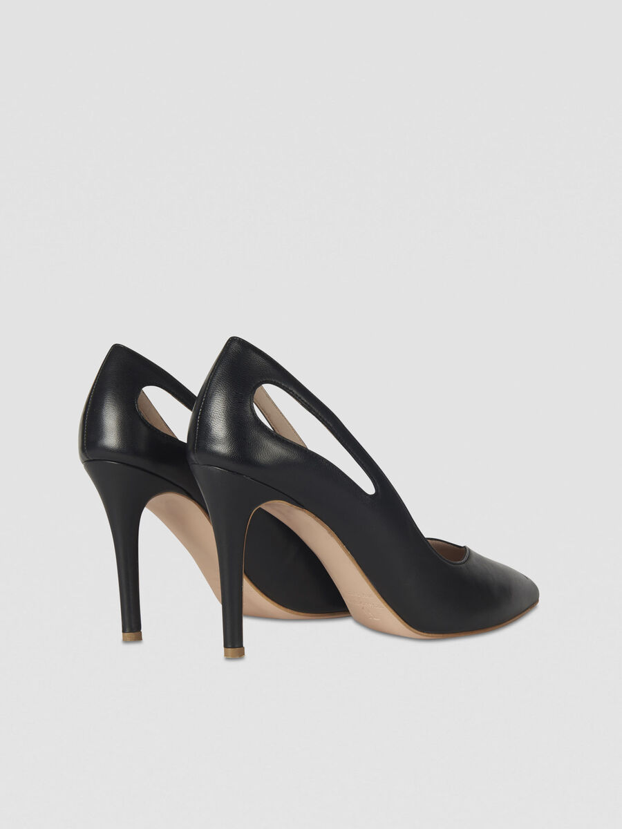 Leather pumps with cut-out details