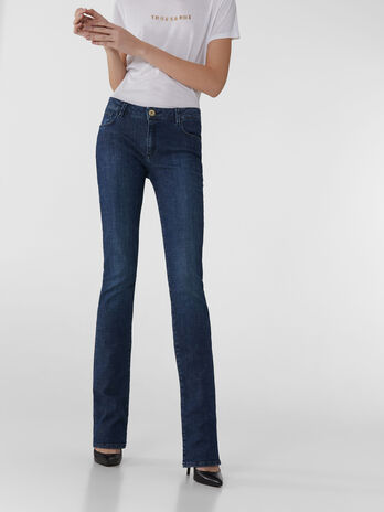 Jean 206 Flare en denim Cross Estela