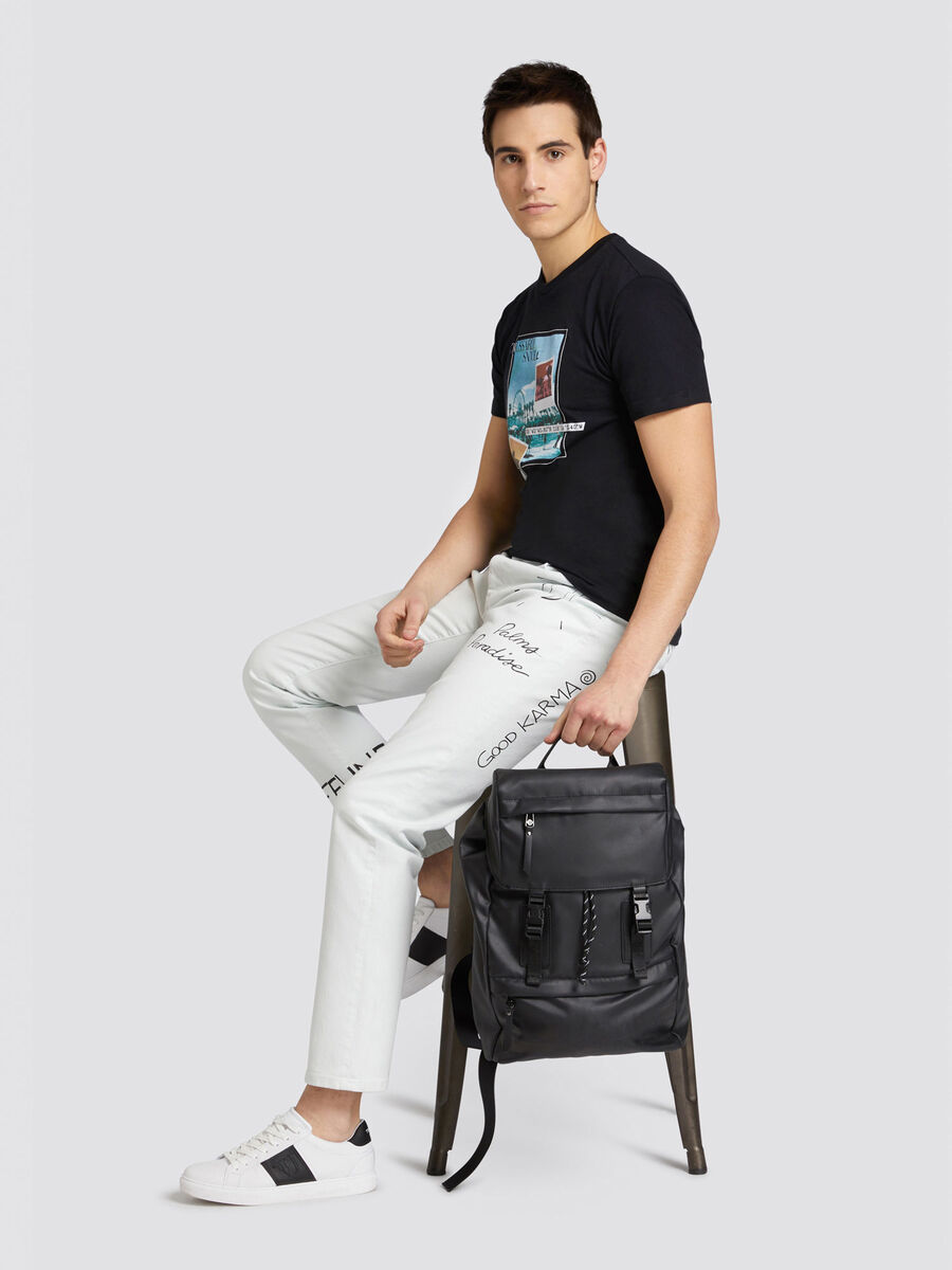 Close Seasonal 370 jeans with lettering and logo