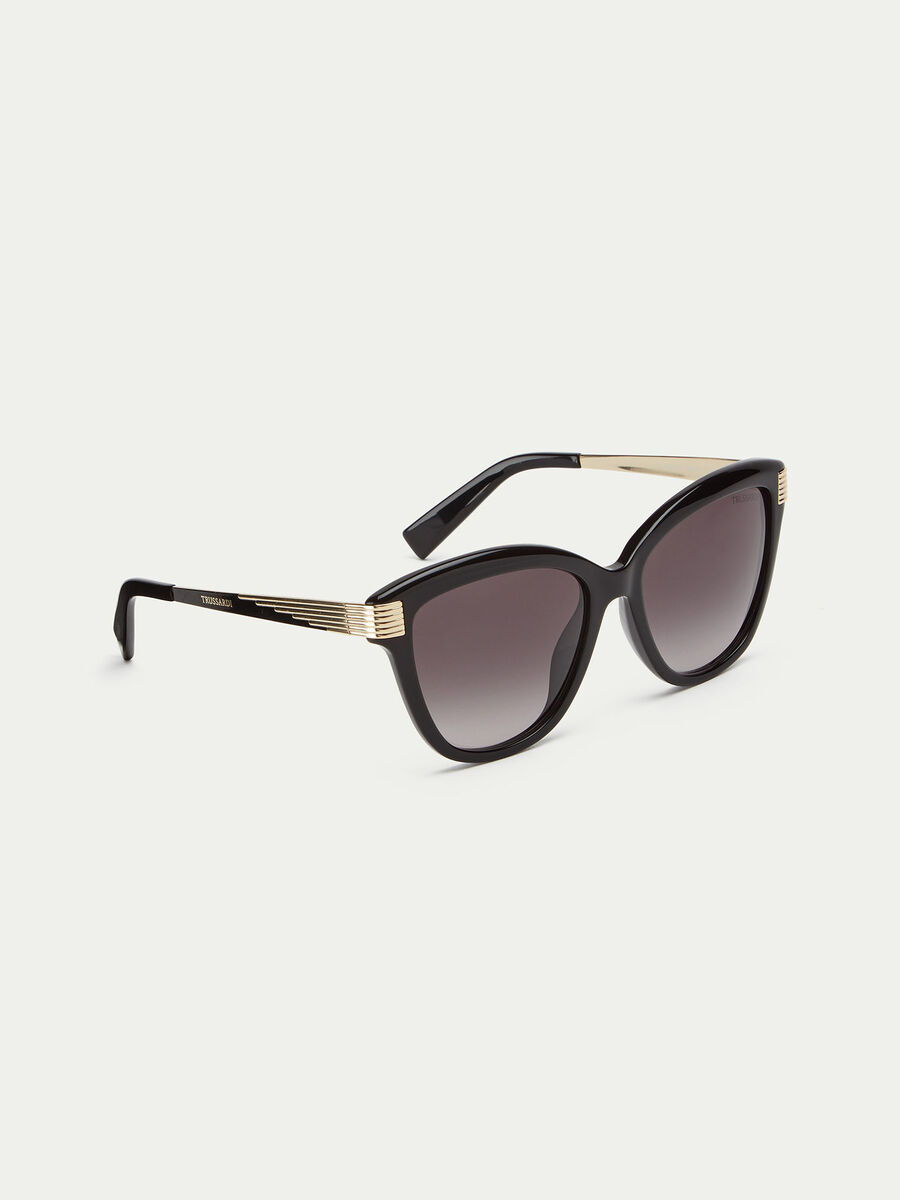 Sunglasses with striped metal details