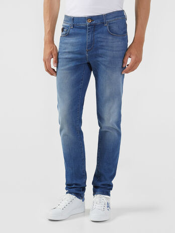 Jeans 370 Close Fantasy aus blauem Komfort Denim