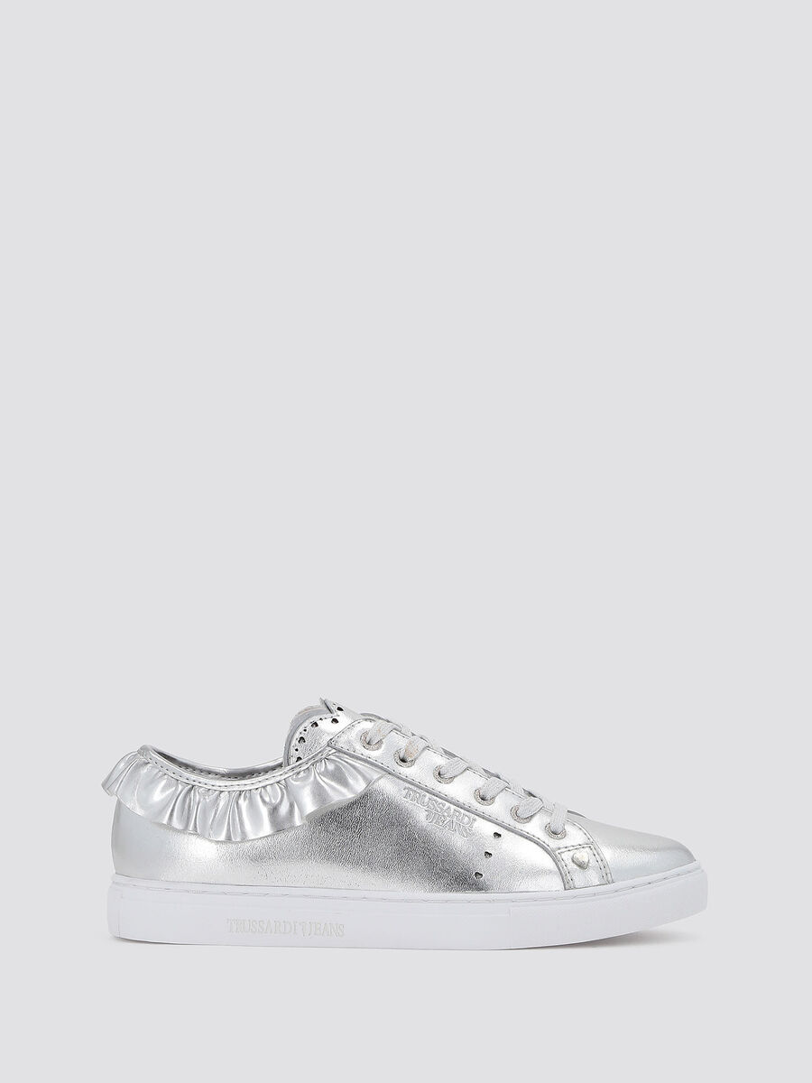Sneaker aus Metallic Leder mit Volant