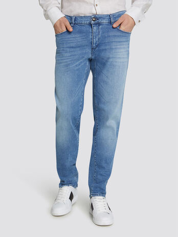 Close Seasonal 370 jeans with mini logo