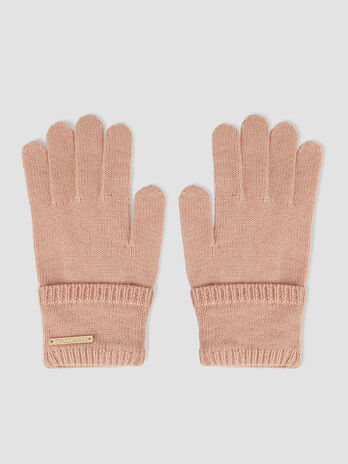 Knit gloves with branded tag