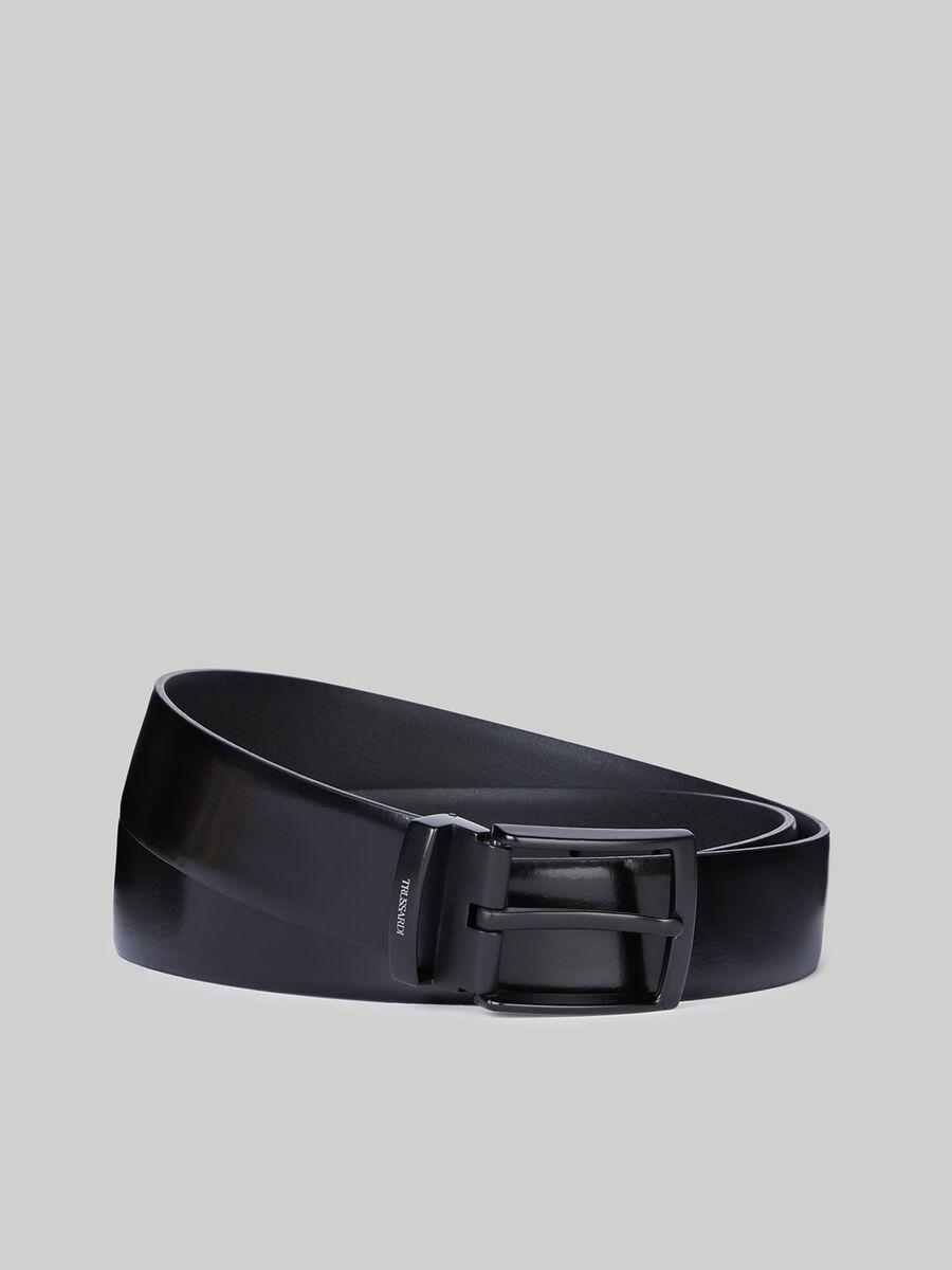 Shiny leather belt